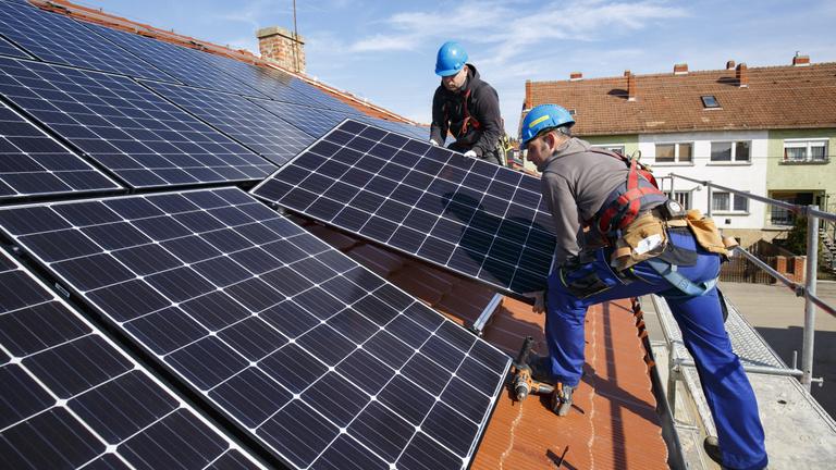 Így leszünk a napelemek, az atom és a palagáz országa 2030-ra a kormány szerint