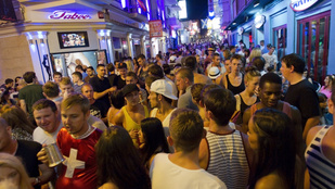 Ibiza és Mallorca megpróbálja megfékezni az elvetemült alkoholturistákat