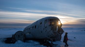 Elhagyatott géproncshoz tartottak a turisták Izlandon, megfagytak útközben