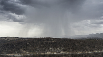 A tűz mellett a heves esőzések is gondot okoznak Ausztráliában