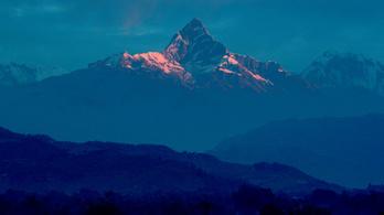 Lavina sordort el több hegymászót az Annapurnán