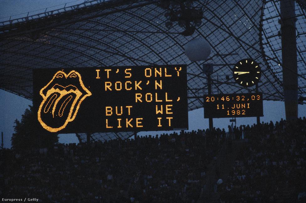 """A müncheni Olimpia Stadion kivetítője 1982-ben: """"Ez csak rock 'n roll, de mi szeretjük."""""""