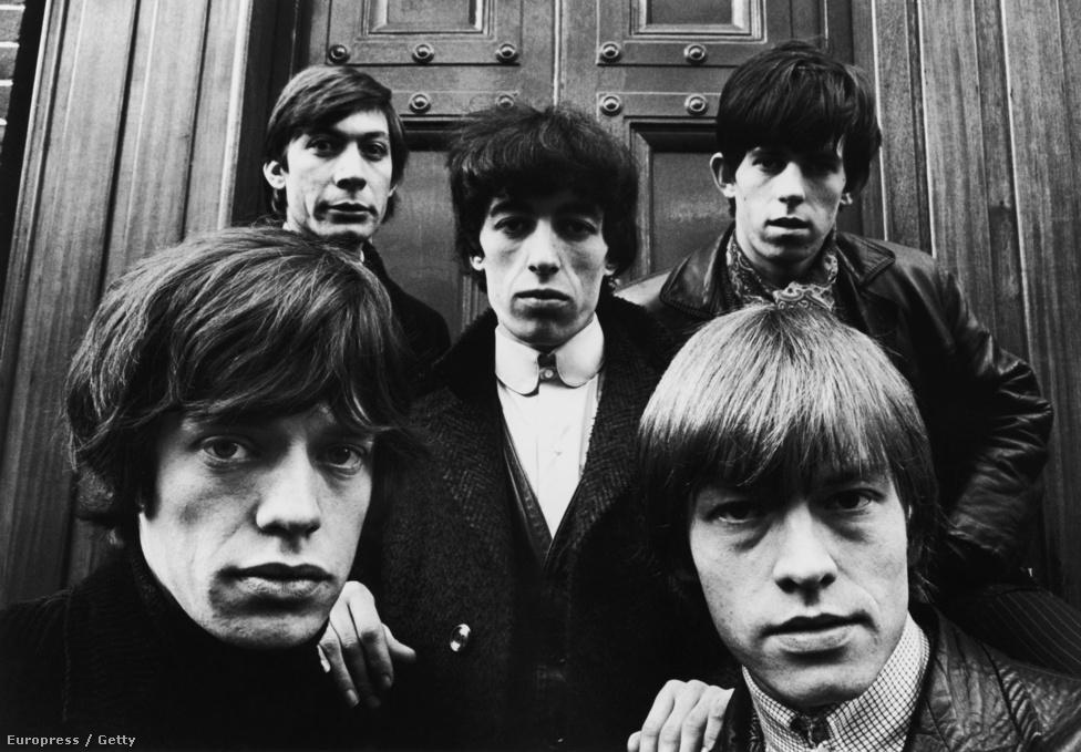 A Rolling Stones klasszikus felállása 1964 telén Londonban. Balról jobbra: Mick Jagger, Charlie Watts, Bill Wyman, Keith Richards és Brian Jones. A képen nincs rajta Ian Stewart alapító-billentyűs, aki ekkor már csak mint kiegészítő zenész szerepelt a csapatban. Richards szerint Stewart nélkül nem lett volna Rolling Stones, de érezte, hogy nem illik bele a zenekari képbe, így magától félreállt.