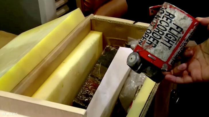 A gép roncsai közt megtalált adatrögzítő