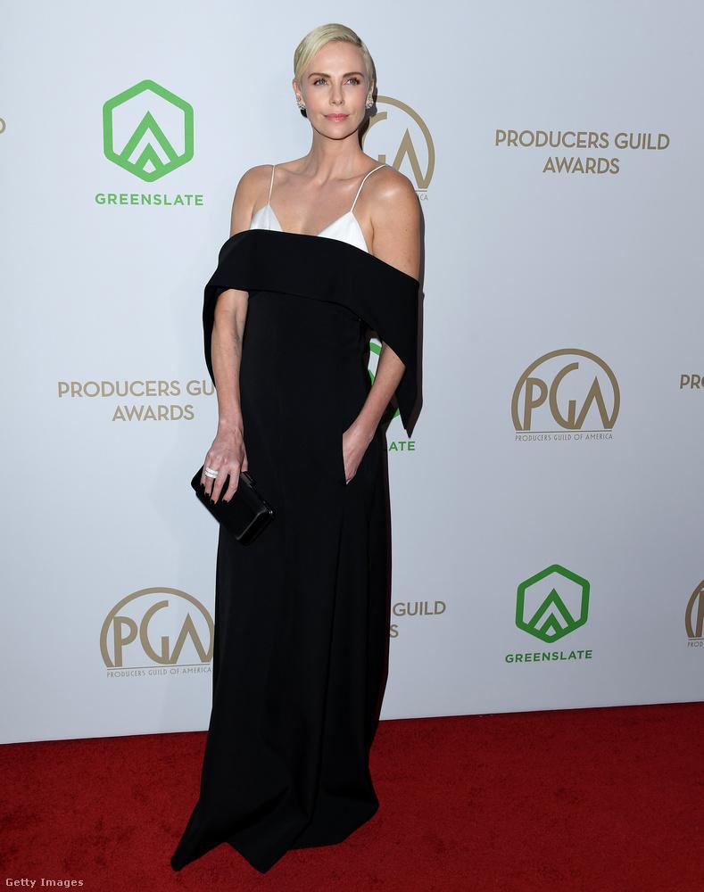 Charlize Theron outfitjét már ennél picit érdekesebbnek találjuk, na de most már jöjjenek azok a hölgyek, akik tényleg ragyogtak a vörös szőnyegen
