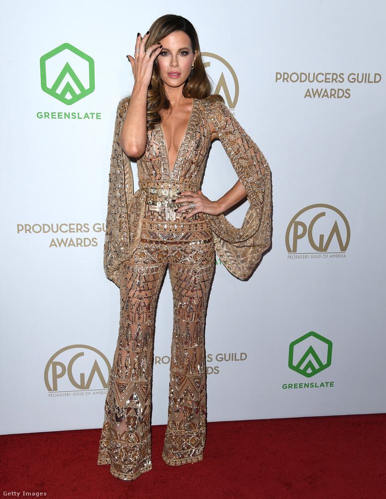 Kate Beckinsale anorákszerű ruhája eléggé kihívó, ezért meg is mutatjuk egy picit közelebbről