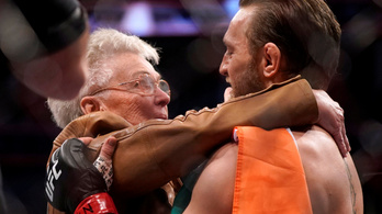 McGregor KO-ja után a legyőzött ellenfél nagymamáját ölelgette