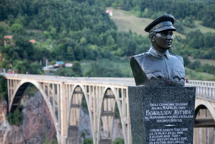 Lazar Jaukovic, a hidat tervező mérnök