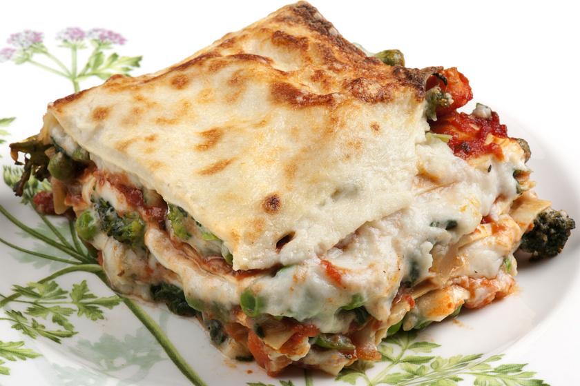Isteni zöldséges lasagne nyúlós sajttal: ebből senkinek nem hiányzik a hús
