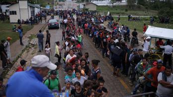 Kétezer menekült indult meg Guatemalából Mexikóba