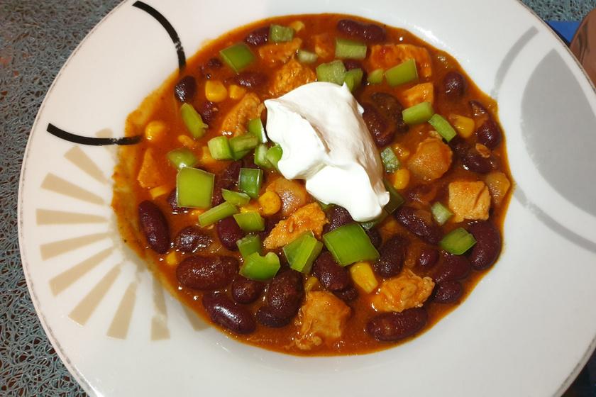 Pikáns chilis bab magyarosan készítve – Csirkemellből is nagyon finom lesz