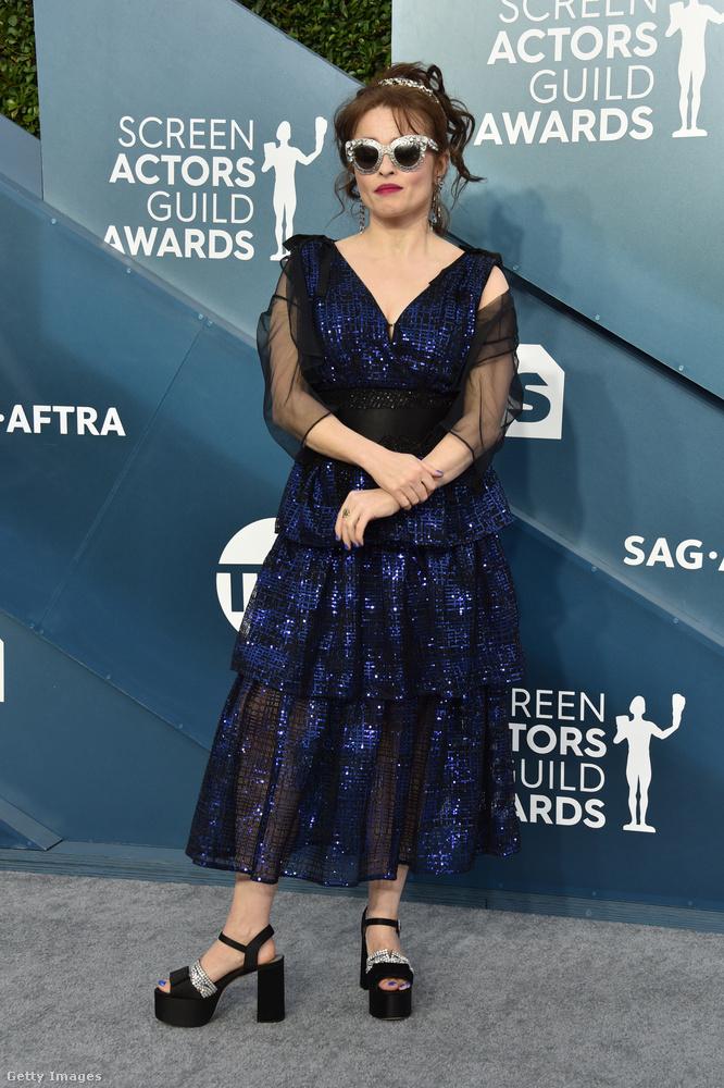 Jó, Helena Bonham Carter általában a feketében jár, de szintén általában elég merész húzásai vannak a divatban, és most sem fogta vissza magát túlságosan.