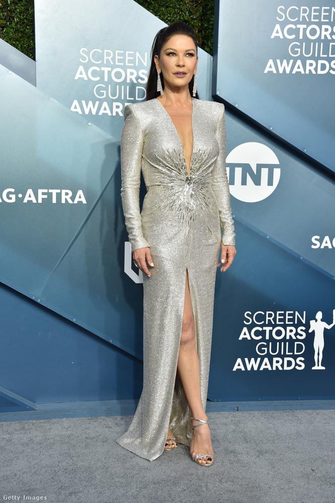 A másikat pedig Catherine Zeta-Jones kapta a Julien x Gabriel márkától.