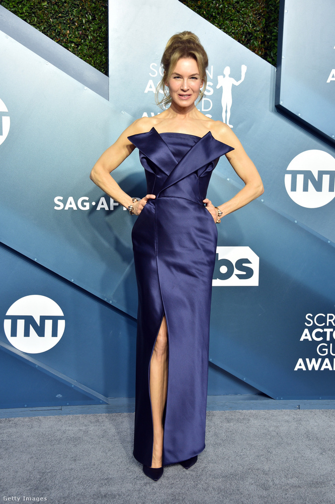 Renée Zellweger úgy döntött, hogy nem ebben az origamival díszített Maison Margiela Haute Couture estélyiben kívánja majd átvenni az Oscarját három hét múlva, úgyhogy ezt a ruhát már tegnap este felvette.