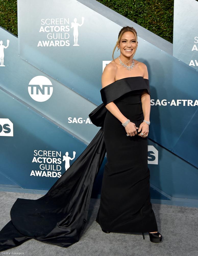Ez a fotóösszeállítás a vasárnap éjjel-hétfő hajnalban tartott SAG Awards leghíresebb és/vagy legcsinosabb színésznőit tartalmazza, itt volt, hogy Brad Pitt kézen fogta Jennifer Anistont, és a föld kifordult a sarkából