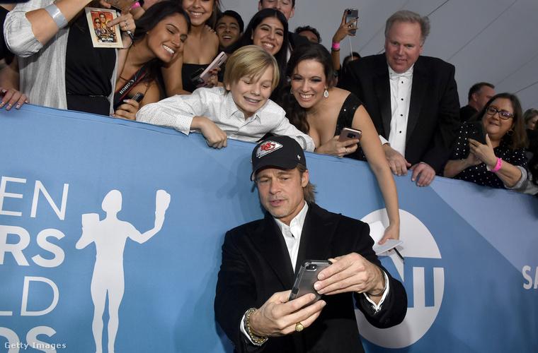 Brad Pitt is szelfizik egyet