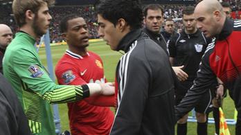 A Liverpool 8 év után elnézést kért a suarezes balhéért