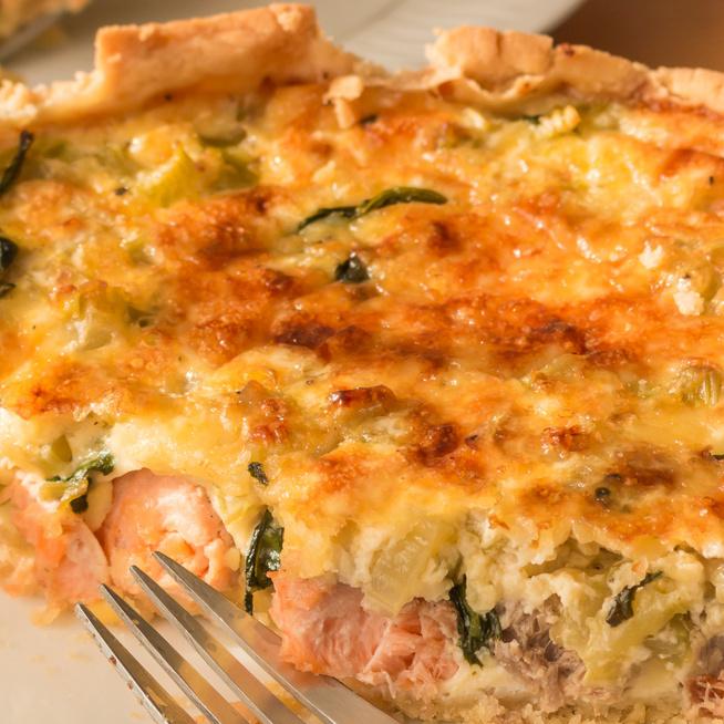 Francia vajas-sós pite: a lazacos-spenótos változat igazi klasszikus