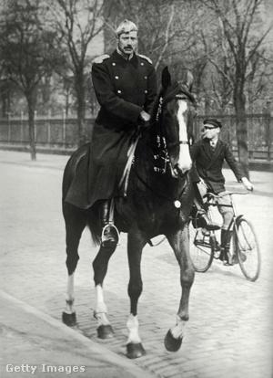 X. Keresztély dán király 1940. április 10-én