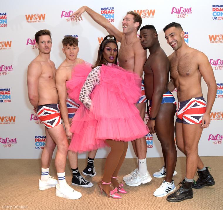 Itt egy drag queen, Shea Culeé is beállt közéjük.