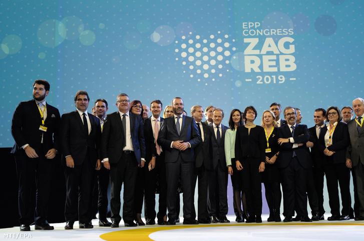 Az Európai Parlament legnagyobb frakciójának kongresszusán megválasztották a párt új tíztagú elnökségét, és újraválasztották főtitkárnak a spanyol Antonio López-Istúrizt, valamint a Néppárt eddigi kincstárnokát, a német Christian Schmidtet.