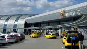 Maffiamódszerekkel vádolják a biztonságiakat a Ferihegyen dolgozó taxisok
