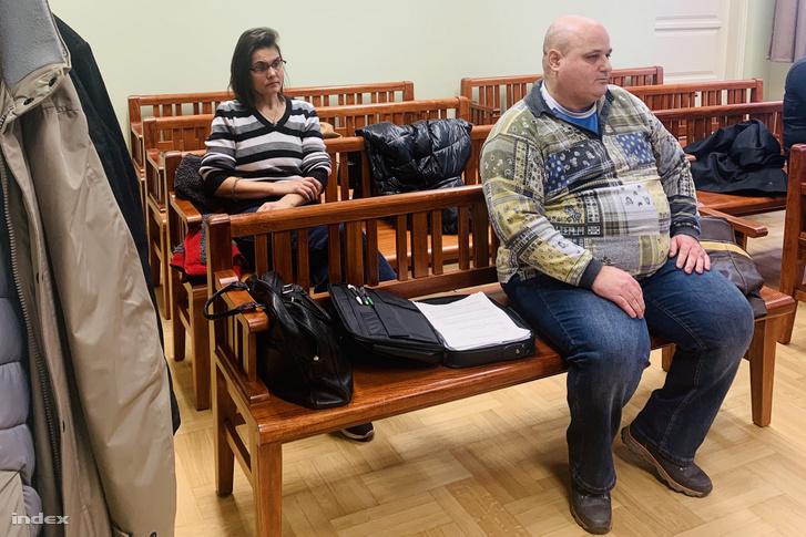Török Bálint és felesége a Hatvani Járásbíróságon