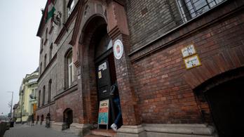 Levélben kért bocsánatot a győri diák, aki megkéselte a tanárát
