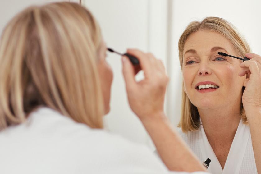 Évekkel idősebbnek mutat, ha így fested ki a szemed: 50 felett máshogy sminkelj, hogy üde legyen az arcod