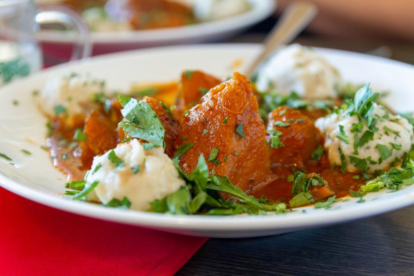 Hagymás, sütőtökös ragu egyszerűen: egyedényes, könnyű ebéd