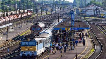 Börtönbüntetést kap az a férfi, aki egy egyetemista lányt zaklatott a vonaton