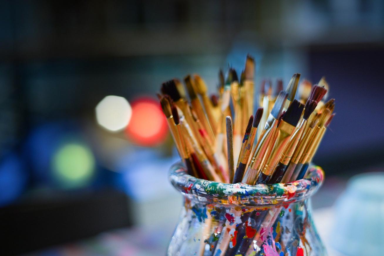 brushes-3129361 1920
