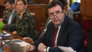 Civilek vonták kérdőre Palkovicséket az új klímastratégiáról a parlamentben