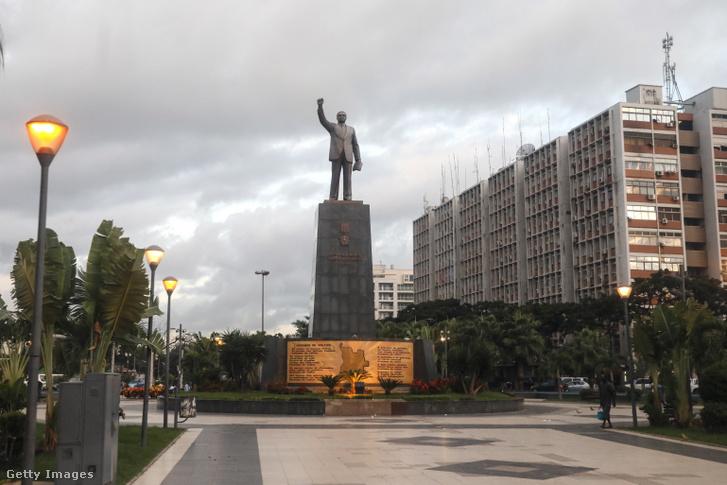 António Agostinho Neto szobra Luandában