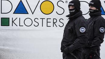 Vízvezeték-szerelőnek öltözött orosz kémeket foghattak Davosban