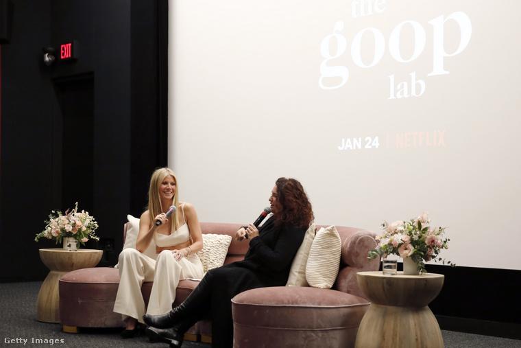 Valószínűleg Gwyneth Paltrow itt éppen a sorozatról beszélhet, annak vetítés után