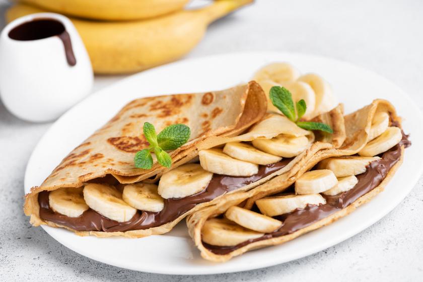 Isteni nutellás, banános palacsinta: bögrével is kimérheted a tészta hozzávalóit