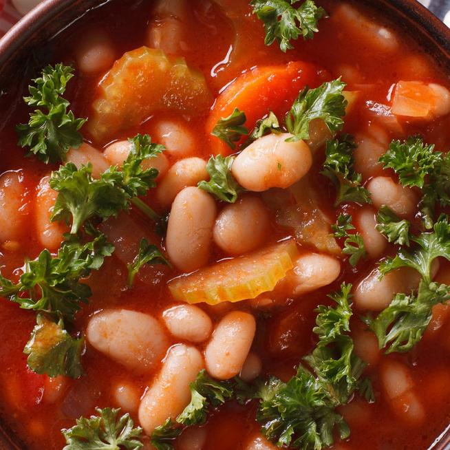 Mediterrán hangulatú fehérbab-leves: ízes és tápláló