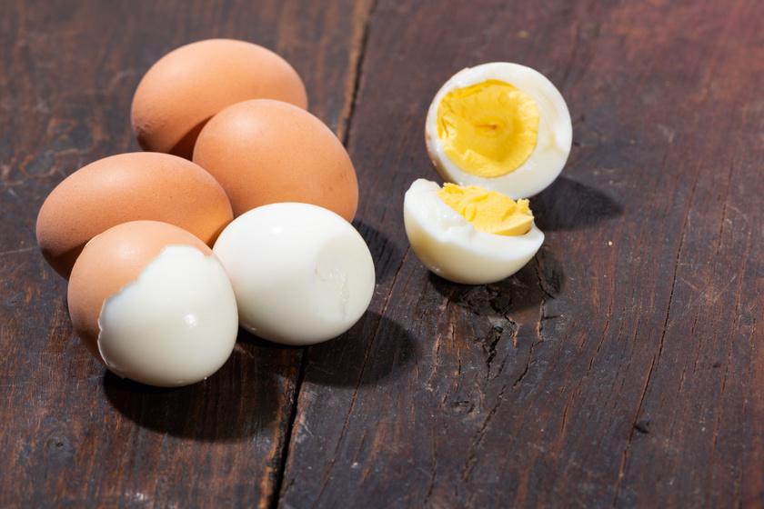 Hogyan lehet a legegyszerűbben megpucolni a főtt tojást? Mindenki más titokra esküszik