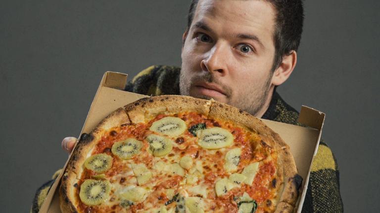 Kipróbáltuk 2020 első szörnyszülöttjét: a kivis pizzát