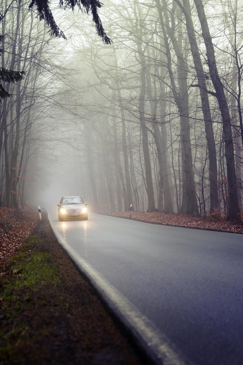 köd-autó-reflektor-tavolsagi-fenyszoro