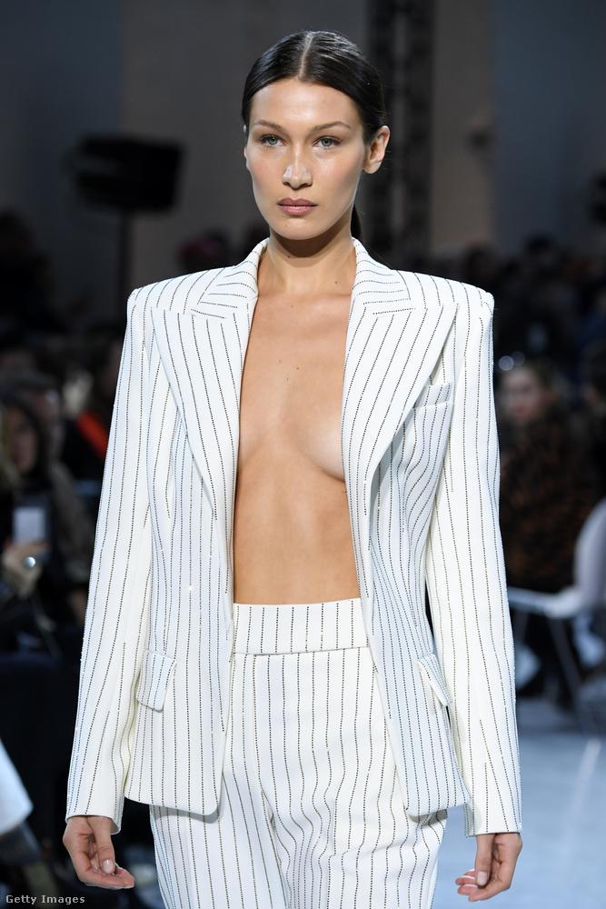 Az haute couture kifejezés magyar jelentése egyébként szó szerint magasszabászat, és csak párizsi tervezők legexkluzívabb luxusdarabjait lehet ezzel a címkével ellátni, roppant szigorú szabályok alapján.