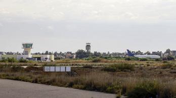 Rakétatámadás miatt néhány órára leállt az egész tripoli reptér