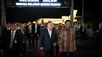 Az iraki helyzet miatt ment Orbán magángéppel Indonéziába