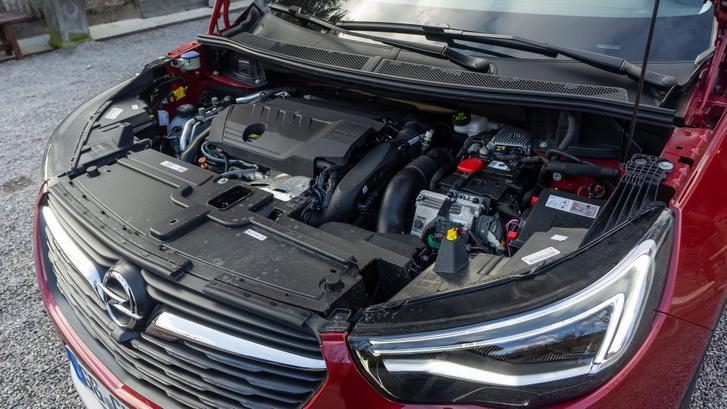 Már ismert 1,6-os THP PSA turbómotor és az egyik elektromotor
