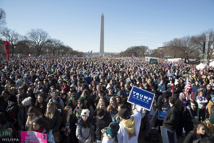 A Menet az életért abortuszellenes demonstráció résztvevői Washingtonban 2018. január 19-én.