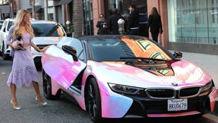 Ízlések és pofonok: íme Paris Hilton bugyirózsaszín BMW i8-asa!