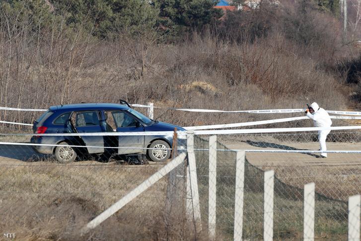 Helyszínelő dolgozik 2020. január 23-án Erdőkertesen ahol egy bűnügyi felügyelet alatt álló férfi késsel megsebesített két rendőrt.
