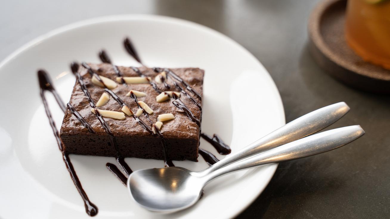 Gluténmentes mandulás brownie: isteni ragacsos lesz a közepe