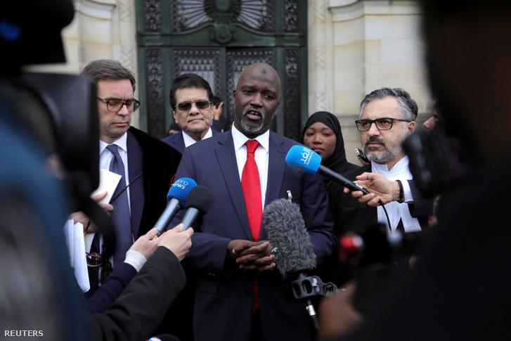 Gambia igazságügy-minisztere nyilatkozik a sajtónak